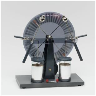 Didelio efektyvumo elektrostatinės indukcijos mašina (Wimshurst'o mašina )